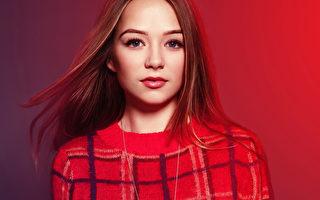 15岁康妮创作新曲 向偶像斯威夫特看齐