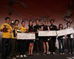 """2010年7月交通大学电机资讯国际学位学程三位同学Maria Gdowski(波兰)、Robert Gdowski (波兰)、Pranay Sharma(印度) 代表交大参加微软公司在波兰华沙主办2010 Imagine Cup,从全世界113个队伍中脱颖而出,夺得""""Envisioning 2020(2020愿景创建大奖)"""" 世界冠军。(图: 交通大学电机资讯学院提供)"""