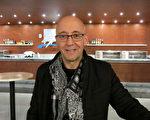 Garcia Marvel先生觀看了2016年2月26日美國神韻國際藝術團在瑞士日內瓦的第二場演出。(關宇寧/大紀元)