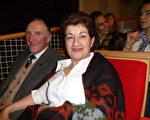 2月26日晚,敘利亞難民Maha Janbart女士在日內瓦觀看了神韻在日內瓦的第二場演出。(德龍/大紀元)