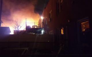 风火交加 纽约皇后区两民宅烧毁
