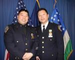 吴铭恒(右)与好朋友黄巍(左),一同在本次升职中获得提拔。(蔡溶/大纪元)