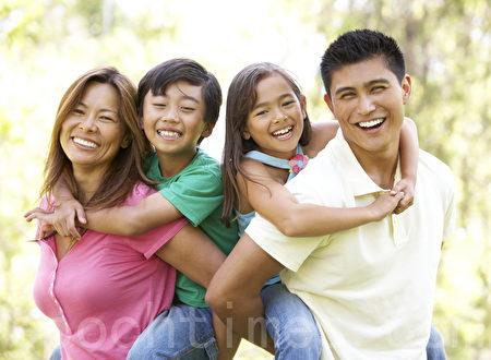 如果华人家长能更加关怀孩子的心理成长,发现问题时能够及时给予开导或向心理医生寻求帮助,就能避免很多悲剧的发生。(摄影:/Fotolia )