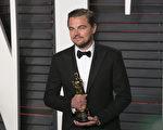 第五次入围奥斯卡影帝的莱昂纳多‧迪卡普里奥凭借《荒野猎人》最终捧得小金人。(ADRIAN SANCHEZ-GONZALEZ/AFP/Getty Images)