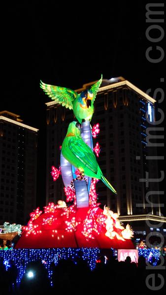 2016台湾灯会鸟语花香灯。(唐宾/大纪元)