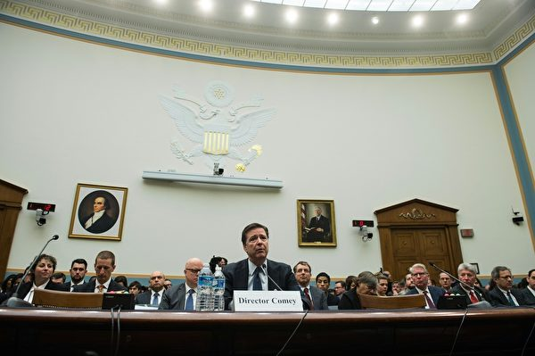 联邦调查局(FBI)局长詹姆斯‧科米(James Comey)在国会作证。(NICHOLAS KAMM/AFP/Getty Images)