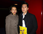 Kim Pham女士和Simon Do先生一同觀看了2016年3月1日晚神韻藝術團在法國魯貝的第一場演出。(德龍/大紀元)