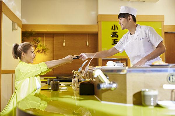 丁当《想恋一个爱》MV,与年仅21岁的邱泽师弟——台泰混血艺人马晓豪担纲演出。(相信音乐提供)