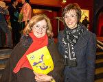 Kotai Catherine女士和女兒從比利時趕來觀看了神韻國際藝術團3月2日在法國北部城市魯貝的第二場演出。(關宇寧/大紀元)