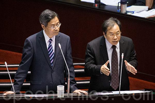 行政院长张善政(左)、卫福部长蒋丙煌(右)。(陈柏州/大纪元)