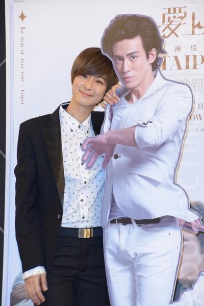 賴雅妍為主演的電視劇《愛上哥們》出席記者會,宣告將舉辦售票見面會。(黃宗茂/大紀元)