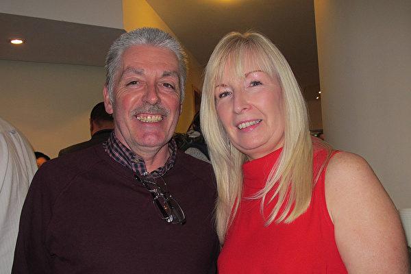 Rowley夫妇在英国伯明罕观看了3月5日的神韵演出。(麦蕾/ 大纪元)
