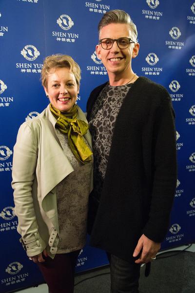 美容店老板Mark Preston3月5日观看了神韵在英国伯明翰的首场演出。(Simon Gross/大纪元)