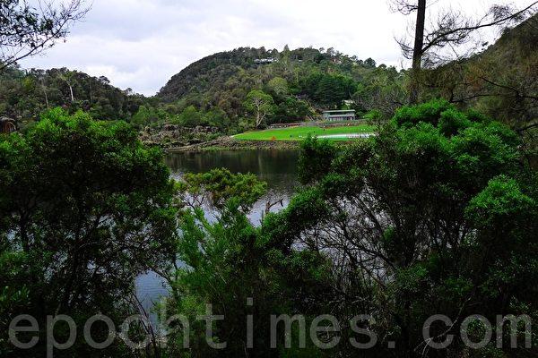 朗瑟斯顿以西的奔流峡谷(Cataract Gorge),幽靜的山谷就是一座大公園(華苜/大紀元)