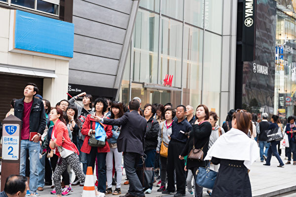 中國遊客赴日「爆買」 日本百姓如何看?