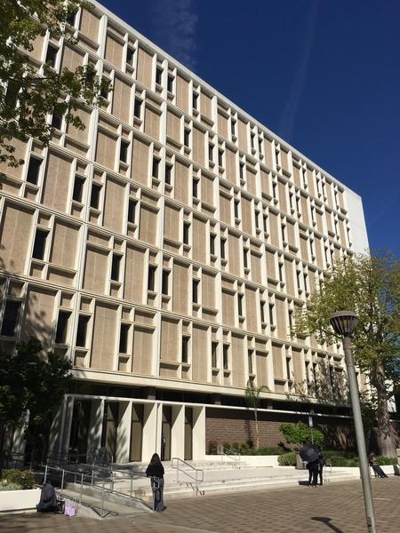上月撞死核桃市晨跑者、59歲臺灣移民邵琪的嫌犯馬薩奇(Haissam Massalkhy)3月9日在波莫納(Pomona)洛杉磯最高法院過堂。圖為法院大樓。(劉菲/大紀元)