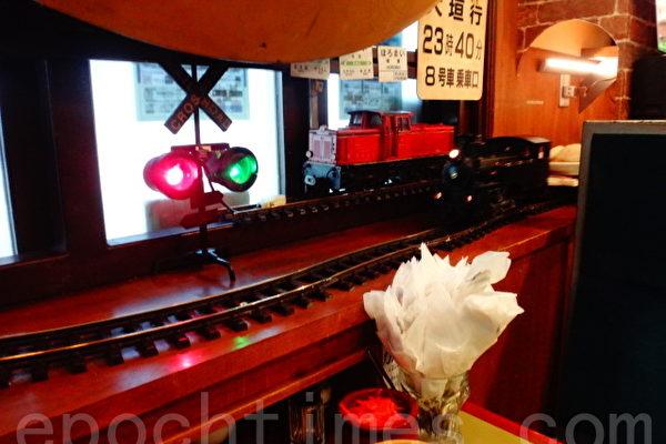 咖喱餐廳模型火車上菜 好個微型鐵博館