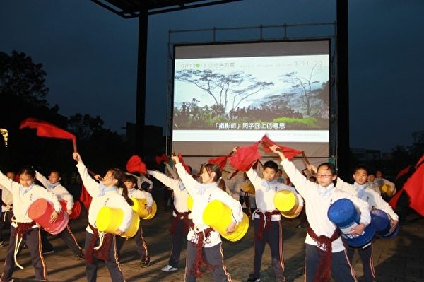 蘇澳「南安國小」油桶鼓隊表演。(郭千華/大紀元)