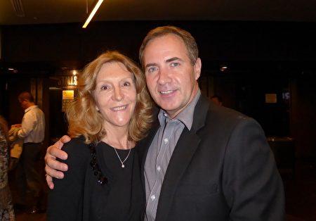 2016年3月11日晚,大公司高管John Autel先生与太太Robyn Autel在悉尼Lyric剧院观看了神韵演出。(史迪/大纪元)