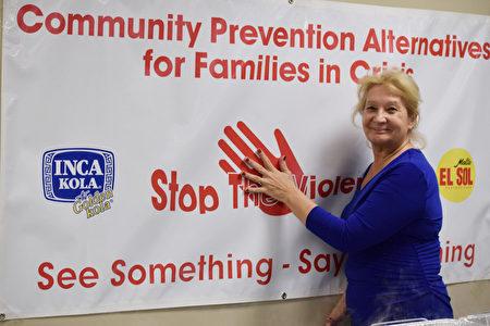 「社區防范家庭危機中心」創辦人兼執行總監、民主黨社區領袖 瑪莎(Martha Flores-Vazquez)。(瑪莎提供)