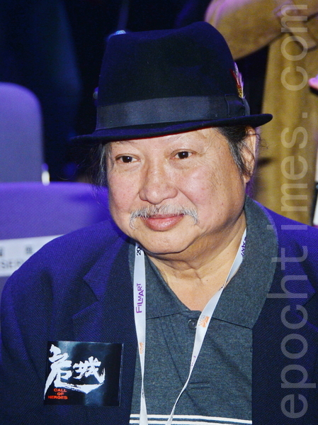 武術導演洪金寶率著眾演員出席《危城》記者會。(宋祥龍/大紀元)