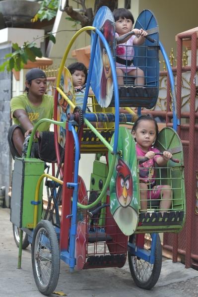 組圖:印尼貧童夢幻島 行動遊樂園圓夢