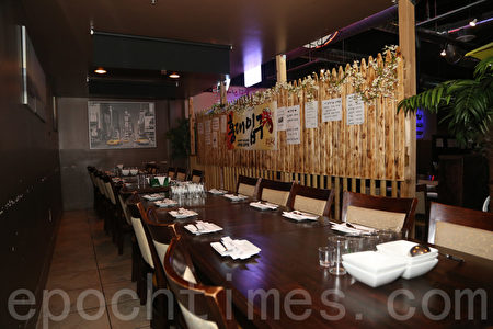 高档KTV酒吧餐厅不夜城ROKU (EXIT 201)内景。(李雯/大纪元)