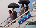 美古之间的爱恨情仇持续一个世纪,并在上世纪几近引发核战,美国总统奥巴马为两国关系解冻,新任总统当选人川普的古巴政策是人们关心的焦点。图为奥巴马一家历史性访问古巴。(Nicholas KAMM/ AFP)