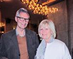 瑜伽教练Lut和丈夫Philip一起观看了3月23日神韵在布鲁日艺术中心的演出。(麦蕾/大纪元)
