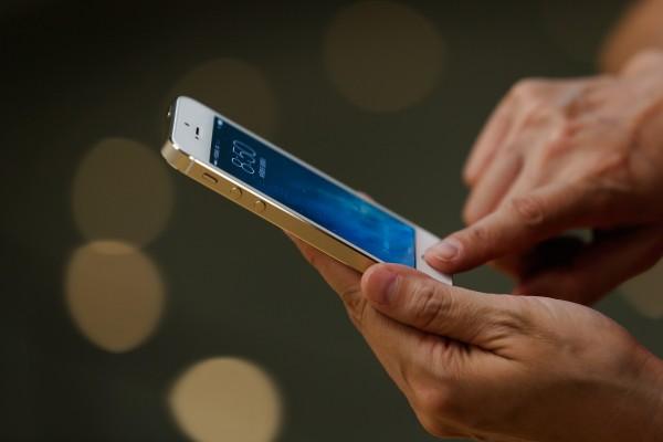 若解鎖手機  FBI或應將漏洞告知蘋果