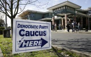 本週末美國總統大選預選,只有今天(3月26日)阿拉斯加州、夏威夷州及華盛頓州舉行民主黨團會議。桑德斯在非州裔選民較少的阿拉斯加州及華盛頓州大勝希拉里。圖為華州的一個黨團會議地點。 (JASON REDMOND/AFP/Getty Images)