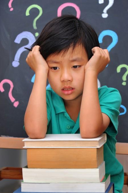 巨大的壓力讓小小的孩子深受傷害。(Fotolia)