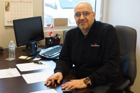 CanaDream加拿大销售经理Matthew Kachkar。(大纪元)