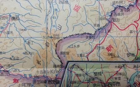地图出版社1957年版《中华人民共和国地图集》吉林省图,中朝边界沿石乙水—葡萄河。(网络图片)