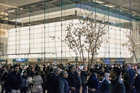 圖為2016年巴塞爾錶展展廳內景(Mathias/大紀元)