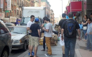 纽约华埠警方查获大批假货 礼品店主遭起诉