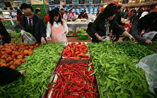 大陸蔬菜價格持續發燒,領漲所有食品價格,網民戲稱「蒜你狠」、「向前蔥」等。(China Photos/Getty Images)