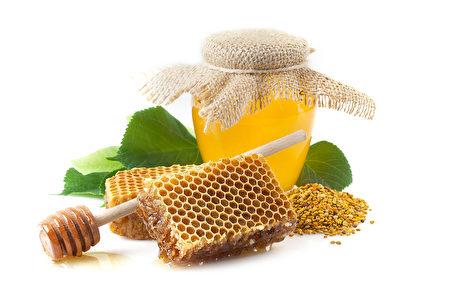 蜂蜜可帮助喉咙受损的地方复原。除了喉咙痛,对其他如口腔、喉咙及胃部问题也有所帮助。(Fotolia)