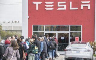 平价特斯拉Model3预售 人潮挤爆旧金山门店