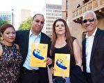 在鳳凰城的一家全美大型醫藥集團西南地區代表Renny Rodriguez攜太太和家人一起觀看了神韻紐約藝術團於4月2日下午,在鳳凰城歐菲姆劇院(Orpheum Theatre)上演的第三場演出。(馬亮/大紀元)