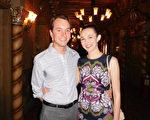 2016年4月2日下午,前芭蕾舞演員Sarah E David和先生David Shafer觀賞了美國神韻紐約藝術團在鳳凰城歐菲姆劇院(Orpheum Theatre)的第三場演出(張倩/大紀元)