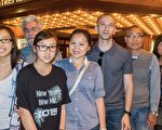 4月3日,軟體顧問工程師Tiffany Nguyen與父母家人一共14人觀看了在鳳凰城歐菲姆劇院的神韻,這是Tiffany全家已經保持了幾年的看神韻聚會。(馬亮/大紀元)