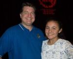 投資公司老闆Charles和剛學了半年中文的女兒Sophia表示非常喜歡神韻。(馬亮/大紀元)
