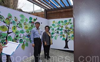 台北市長柯文哲(左)10日與高雄市長陳菊(右),一同為侏儒河馬新家揭幕。(李怡欣/大紀元)
