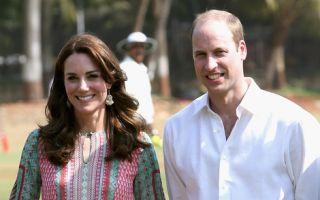 威廉夫妇10日抵达印度孟买访问,充分展现亲和力。(WPA Pool/Getty Images)
