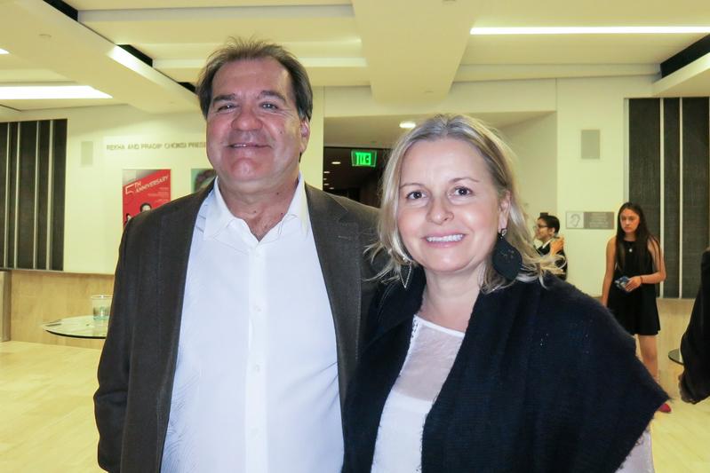 大學音樂教授Joao Junqueira與太太、西班牙語言學教授Claudia Junqueira一起觀賞了4月19日的神韻演出。(任一鳴/大紀元)
