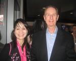 Leonard Knudson醫生與朋友Virginia Castelo女士觀看了神韻紐約藝術團4月23日晚在洛杉磯微軟劇院的演出,他們表示,喜歡這個演出,音樂和舞蹈配合得相得益彰,真是太美妙了。(李清怡/大紀元)