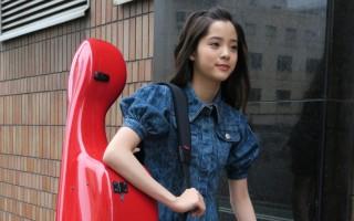歐陽娜娜日前在日本為古典專輯《15》宣傳,在短短5天內上遍各大高收視率電視節目。(環球音樂提供)