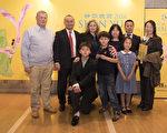 4月25日晚上,不僅是一位企業主,還是一位柔道高手的渋田海運株式會社社長渋田政盛先生率領全家和朋友們首次觀看了純善純美的神韻演出,精彩節目。(野上浩史/大紀元)