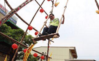 全國第一位參與高空盪鞦韆的市長涂醒哲。(李擷瓔/大紀元)